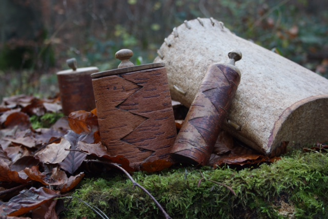 Containers, bags and boxes made from birch and ash bark