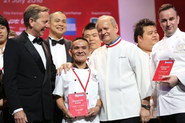A MICHELIN STAR WAS AWARDED TO A STREET VENDOR WHO MAKES $1.50 CHICKEN & NOODLES