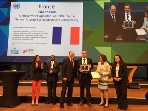 El agua de París gana el premio de servicio público
