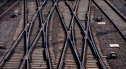 Overlapping railway tracks