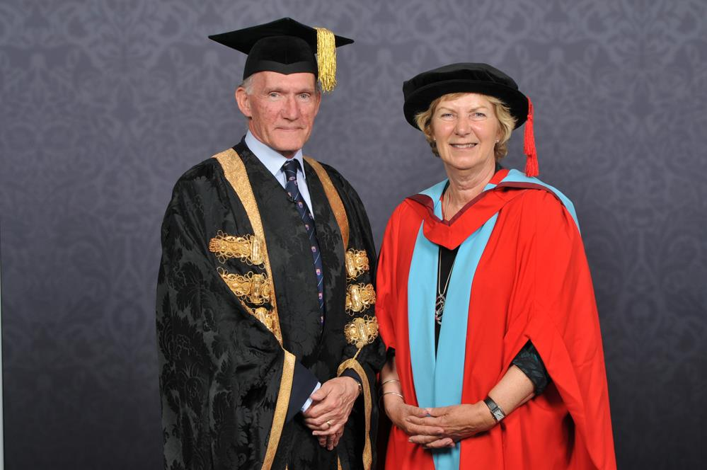 Dr Sue Archbold with Professor Sir David Greenaway, Vice Chancellor of Nottingham University