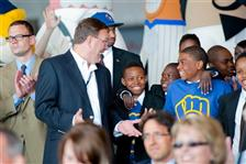 AirTran's new &ldquo;Brewers 1&ldquo; plane supports YMCA kids