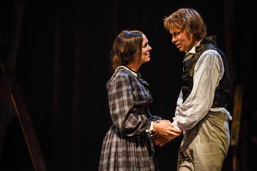 Actors playing Jane Eyre and Edward Rochester on stage