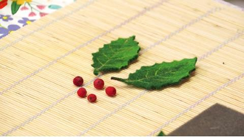 Make Felt Holly Leaves and Berries with Gillian Harris