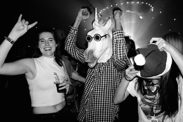 THIS APP FINDS LOCALS TO PARTY WITH YOU WHEN YOU'RE TRAVELING