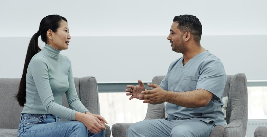 This photo pictures a patient and a healthcare professional having a discussion.
